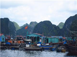 Exploring the floating villages of Lan Ha Bay