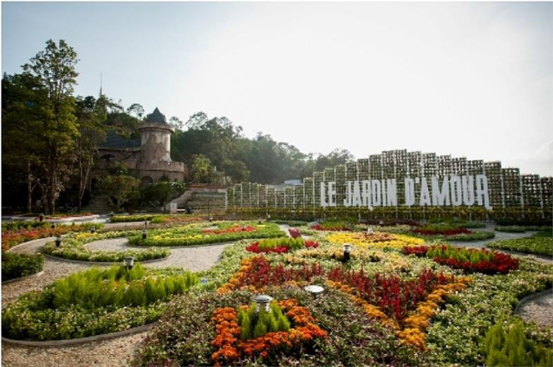 The first Flower Festival launches in Ba Na