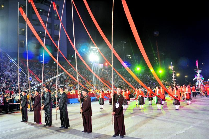 Parades in Halong Carnival