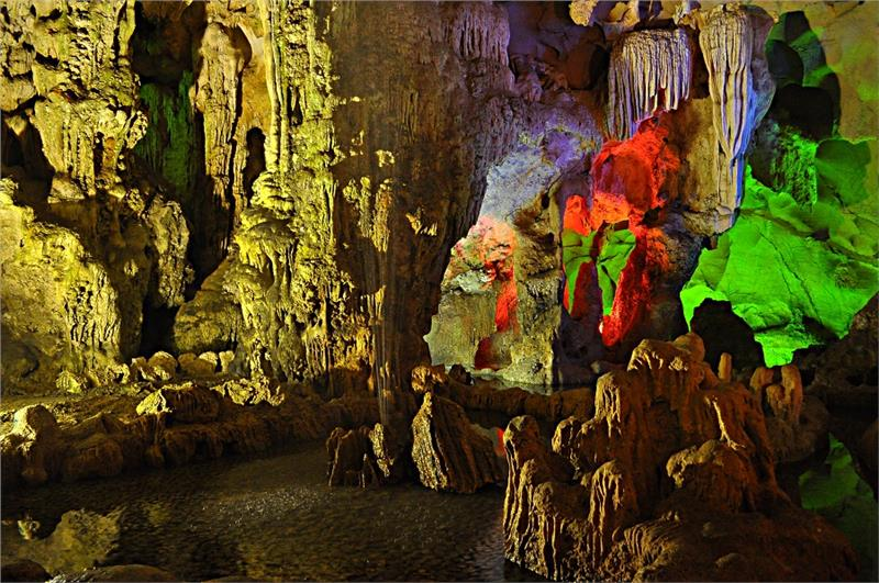 Dau Go Cave in Halong Bay