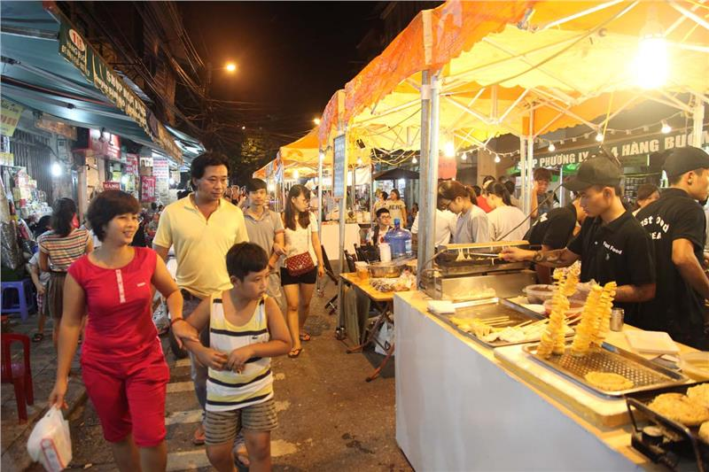 Hang Buom - Old Quarter Hanoi becomes food street