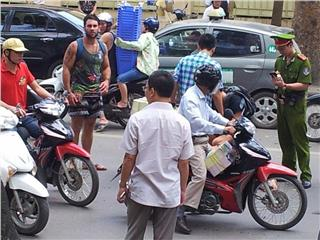 Hanoi traffics in the eyes of an international traveler