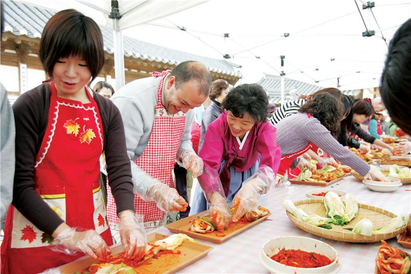 Visitors are guided to make Kimchi
