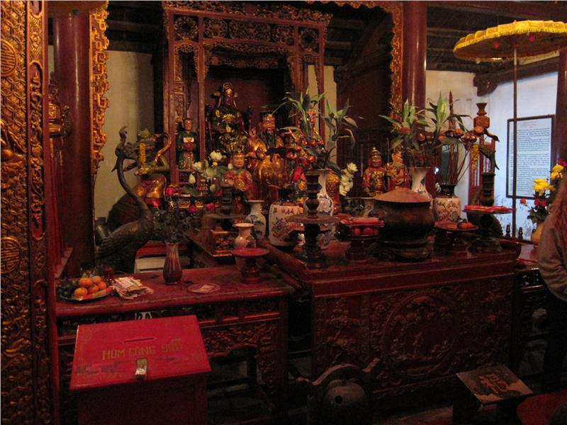 Main altar in the Temple of the Jade Mountain