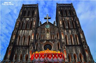 Churches in Vietnam allure tourists