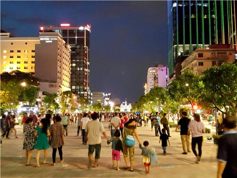 Nguyen Hue Walking Street at night
