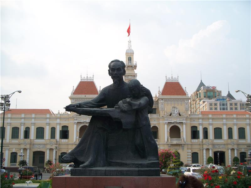 Ho Chi Minh statue in front of City Hall