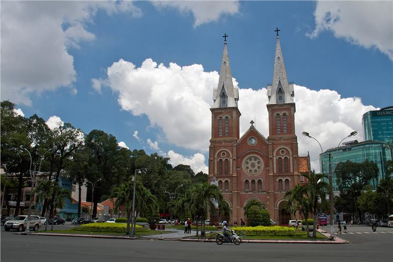 Summer in Saigon - Saigon Notre Dame Basilica (photo by Jean-Marie Hullot)