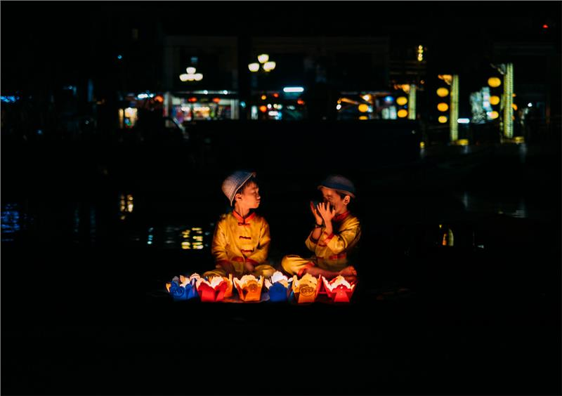 Children and candle flowers in Hoi An