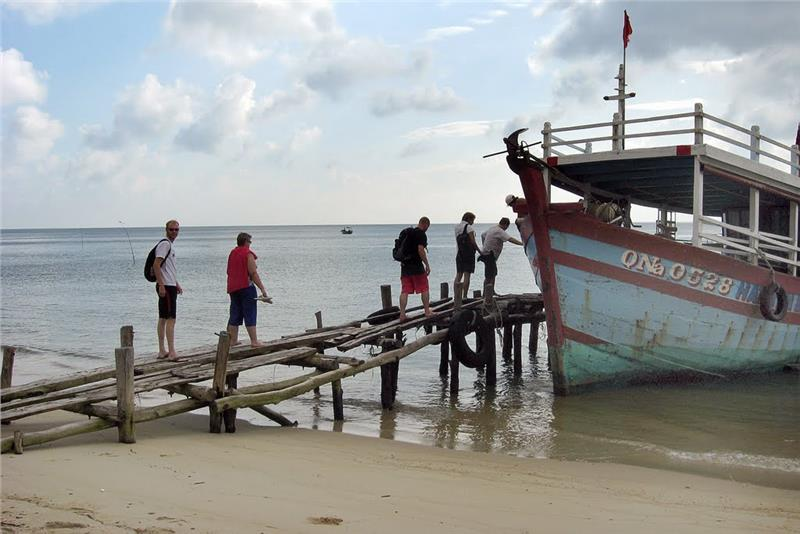 Dive Boat at Cham Island