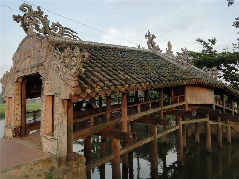A side of Thanh Toan Bridge