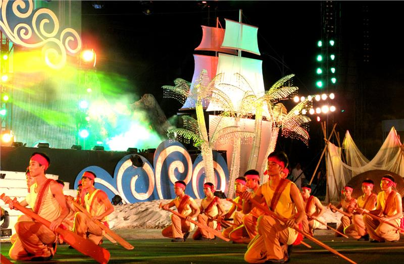 Art Performances in Opening Ceremony of Nha Trang Beach Festival 2013