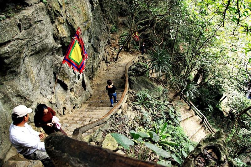 Sidesteps into Tran Temple