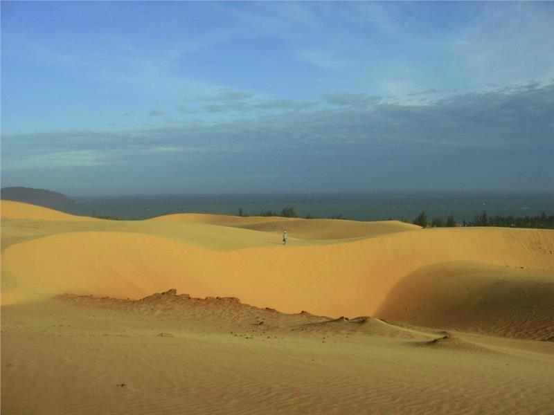 Red Sand Dunes - a vast space