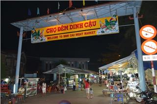 Dinh Cau Night Market