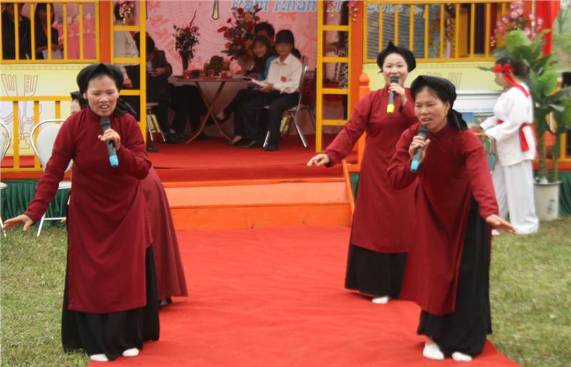 Xoan singing in Hung Temple Festival