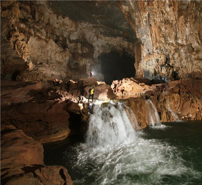Tu Lan Cave - Stalactite and stream
