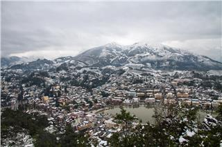 Tourists flock to Sapa to see snow