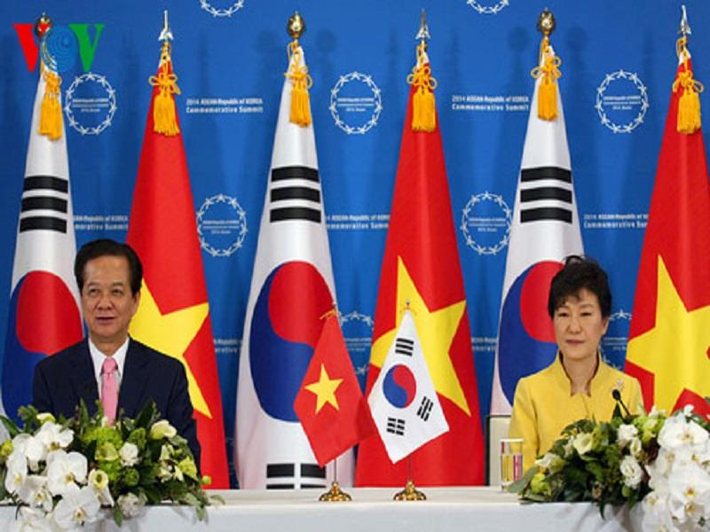 PM Nguyen Tan Dung and Korean President Park Geun Hye in a press conference