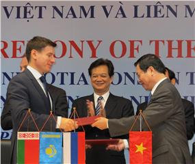 Signing Joint Statement of Vietnam - Customs Union FTA