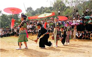 Enchanting Khen sound of Hmong people