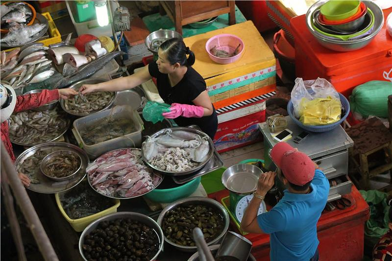 A store selling fresh seafood in a Vietnam market