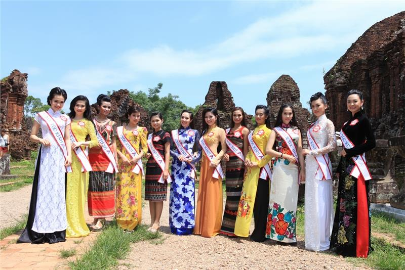 Traditional costumes of Vietnamese ethnic groups