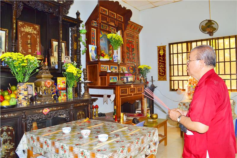 Worshipping ancestors is Vietnamese culture
